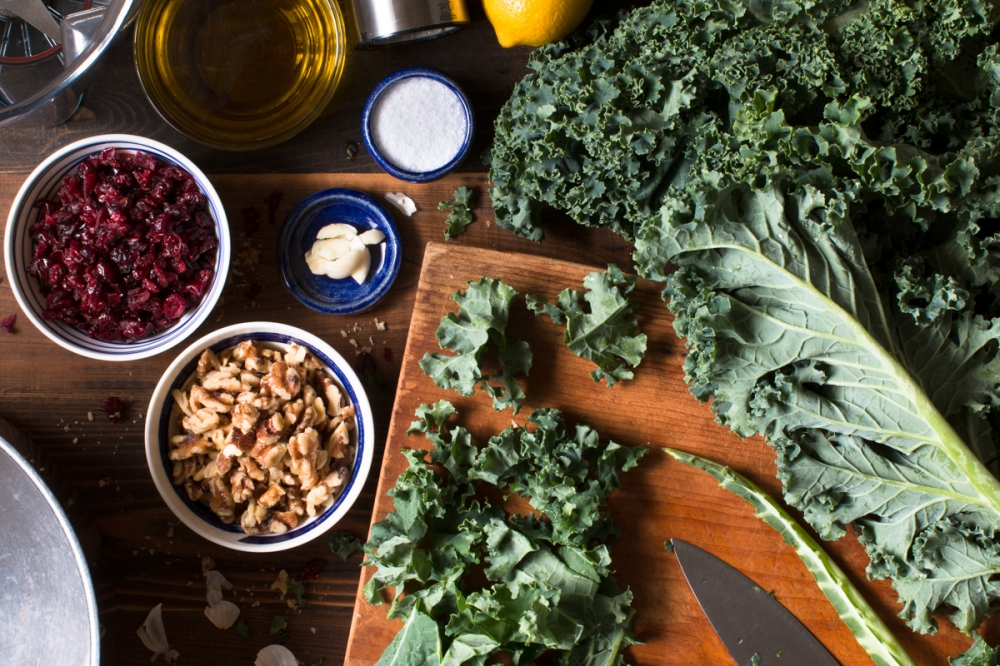 miz-for-green-kale-pesto-with-cranberries-and-walnuts-4423-2