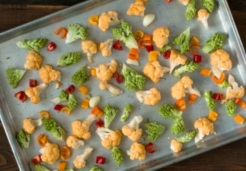 roasted-romanesco-orange-cauliflower-and-sweet-peppers-5065-2