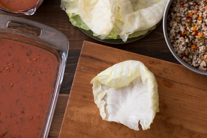 Miz and steps for making stuffed cabbage rolls in red sauce lr-7867
