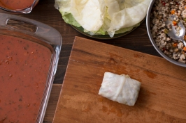 Miz and steps for making stuffed cabbage rolls in red sauce lr-7874