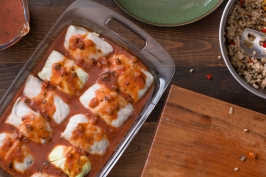 Miz and steps for making stuffed cabbage rolls in red sauce lr-7882