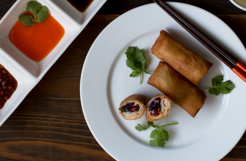 vegetarian-lumpia-with-sauces-lr-7126-2